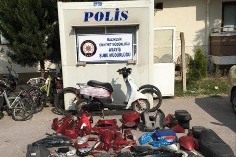 Çaldıkları Motosikletleri Parçalara Ayırırken Yakalandılar