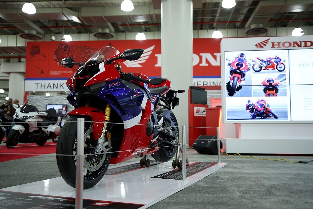 20191206 2 39716123 50144323 LFT1.jpg - Motosiklet Fuarı New York Javits Center'da ziyaretçilere kapılarını açtı