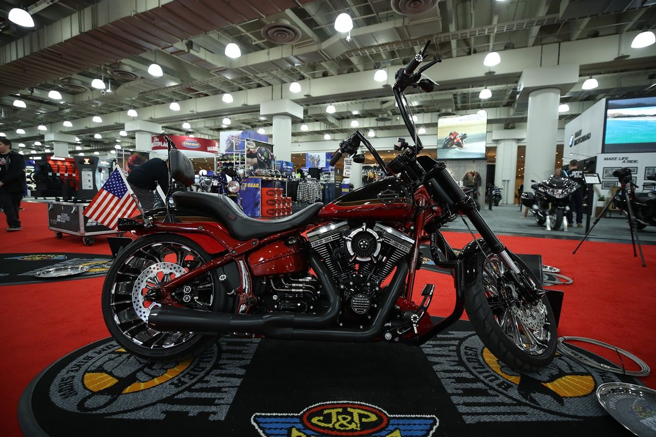 Motosiklet Fuarı New York Javits Center'da ziyaretçilere kapılarını açtı.