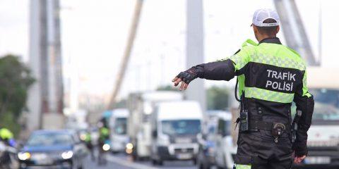 Trafiği tehlikeye atacak hareketler yapma, trafik işaretlerine zarar verme