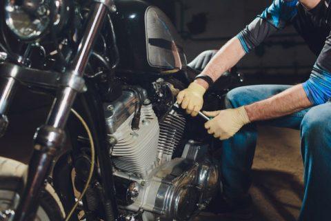 Motosikletinizde yağ kaçağı varsa veya yağ damlatıyorsa ne yapılır?
