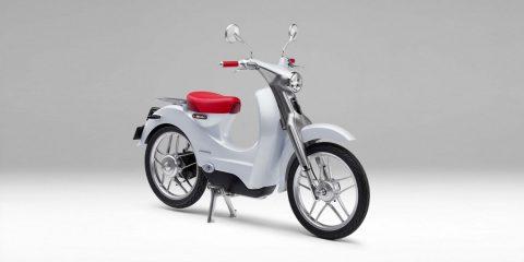 Honda elektrikli bir Super Cub moped üzerinde çalışıyor