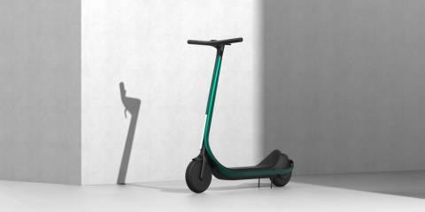 Bu yeni çift motorlu karbon fiber elektrikli scooter, tam boyutta ve 3D olarak basılmıştır