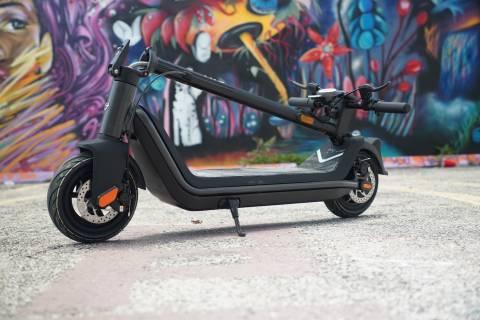 NIU KQi3 elektrikli scooter, daha az parayla daha hızlı ve daha iyi