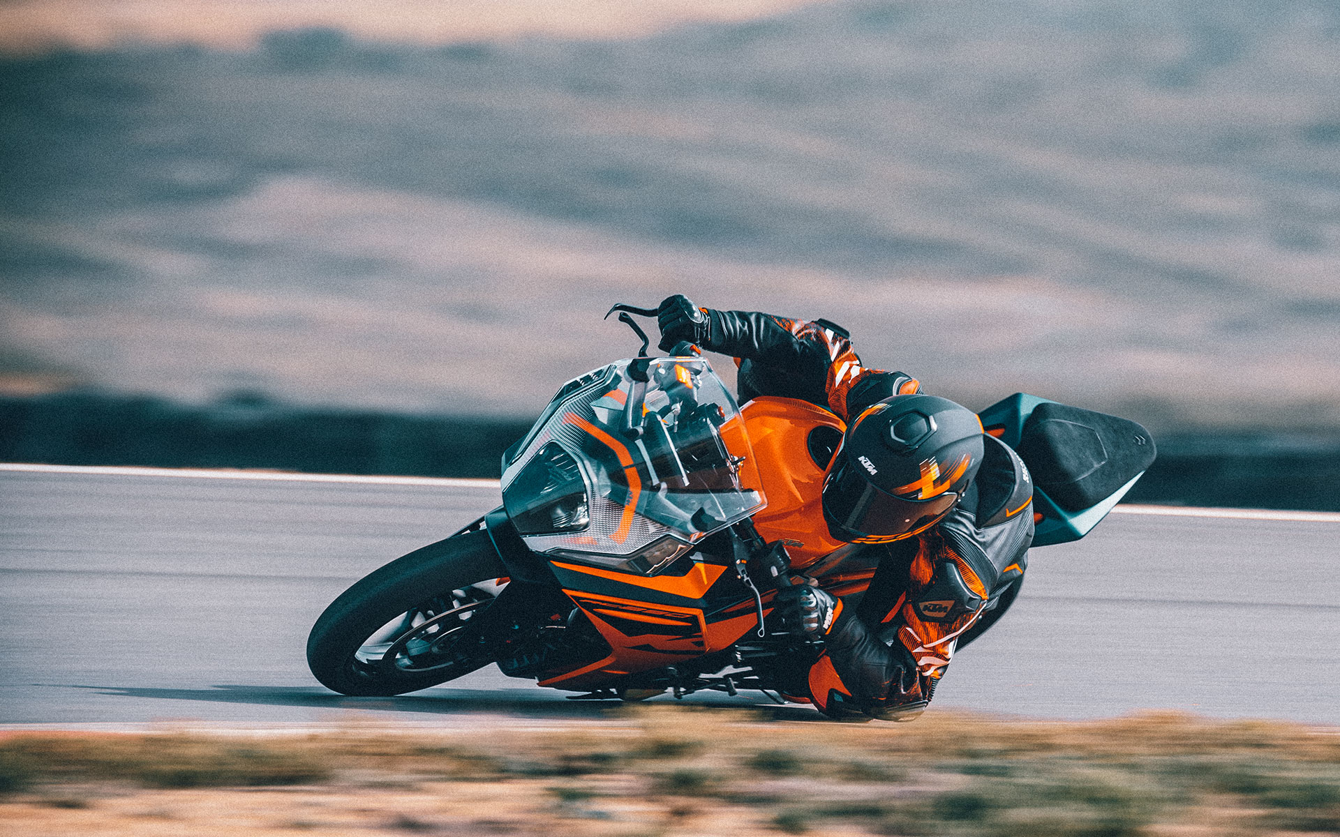 KTM RC 390, 2022 yarış pistinde